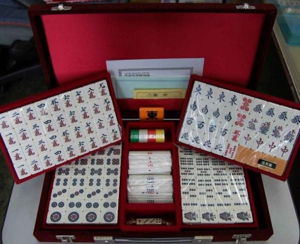 Základní sada hracích kostek pro hru Mahjong