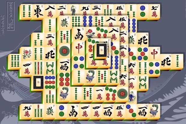 Mahjong online: příklad rozložení kostek na hrací ploše, existjí ale tisíce různých variant, takže vás Mahjong Online nikdy neomrzí.